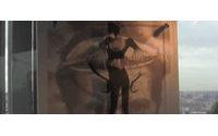 """La mostra """"Papuasia's Shadow"""" a Roma, un connubio tra fotografia, arte e moda"""