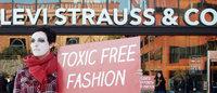 Levi's и Victoria's Secret вступили в программу Detox, созданную Greenpeace