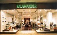 Salamander schluckt Delka