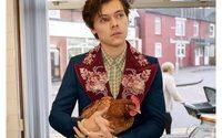 Gucci fait jouer Harry Styles avec un chien et un poulet