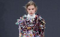 Los diseñadores Viktor&Rolf apuestan por el reciclaje en su nueva colección