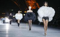 Saint Laurent: voilà à quoi ressemble un vrai défilé d'envergure!