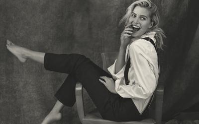 37dc8008e265f8 Joop shootet Lena Gercke in Menswear-Kollektion - News   Kampagnen ( 849834)