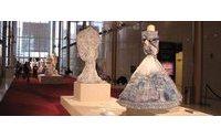 Storytailors combinam azulejos e porcelana portuguesa nas criações expostas nos EUA