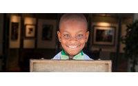 Garoto de 11 anos vende gravatas pela Internet