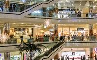 El dinero plástico desacelera al comercio de moda en Colombia