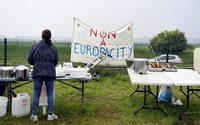 """Europacity : Emmanuel Macron dit """"stop"""" au mégacomplexe controversé"""