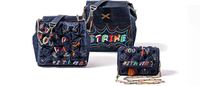 Jeans ganha status de luxo em bolsas exclusivas feitas à mão