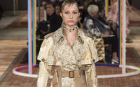 Paris Fashion Week: lo chic logoro e strappato di Alexander McQueen