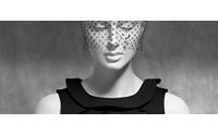 """París evidencia la supremacía indiscutible del """"little black dress"""""""