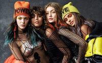 Versace joue l'optimisme pour l'automne-hiver 2017