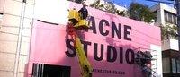 Acneの国内旗艦店は南青山コルソコモ跡地 仮囲い設置