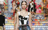 Baggy jeans and crop tops: TikTok drives Y2K fashion search surge says Stylight
