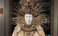 Tiaras but few tantrums at New York 'Heavenly Bodies'