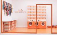 Hermès : des mini-laveries pour raviver les carrés de soie