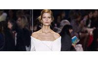 Dior exibe sua primeira coleção sem diretor criativo definido