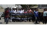 Tausende Textilarbeiter trauern um ihre Kollegen in Bangladesch