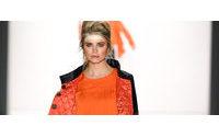 Gummistiefel und Latzhosenkleid: Die Trends der Fashion Week