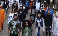 Burberry sfila tra arte, musica e moda concettuale