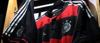 Adidas annonce un bond du bénéfice 2013 et compte sur le Mondial de foot pour accélérer encore