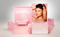 Kylie Jenner pose sa salle de bains aux Galeries Lafayette Champs-Elysées