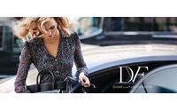 Diane Von Furstenberg dédie une campagne à la sortie de son nouveau sac pour l'automne 2015