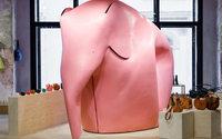 В ЦУМе появился трехметровый розовый слон