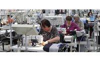 Trabalhadores têxteis em greve às horas extra contra redução do valor pago
