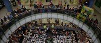 Aux Philippines, le centre commercial au coeur de la vie sociale