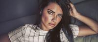 Le Lis Blanc busca Adriana Lima para estrelar sua campanha de verão 2016-17
