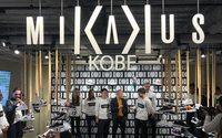 Mikakus, la marca de zapatillas de Iniesta, abre en Japón su primera tienda