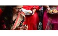 India hits one billion mobile phone subscribers