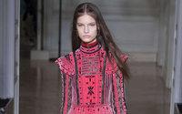 Paris Fashion Week : Valentino, ou une vision victorienne de Memphis