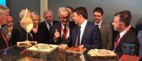 Il Premier Matteo Renzi al Salone del Mobile, in visita tra i giovani designer