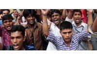 Centenas manifestam-se no Bangladesh dois meses após queda de edifício de fábricas