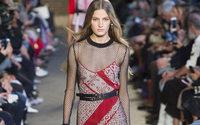Paris Fashion Week: le fantasie pagane di Altuzarra in un cortile francese