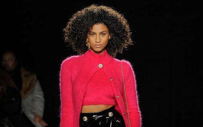 0d26dab8cf Versace presenta en Nueva York una colección