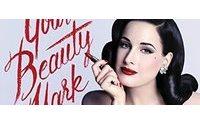 """Dita Von Teese maestra di stile con """"Your beauty mark"""""""