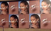 Rihanna svela le prime immagini della sua linea Fenty Beauty