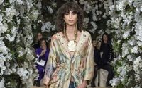 El exótico satén de Ralph Lauren viste a la mujer en la pasarela de la Gran Manzana