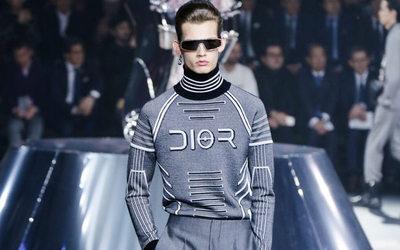 Paris fashion week: chiarezza cristallina in plastica e trasparenze