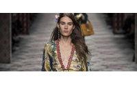 Desfile Gucci traz caleidoscópio de cores e temas