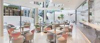 为拉动奢侈品消费,Dior在首尔开了间全玻璃墙面咖啡馆