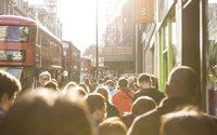"""Royaume-Uni : la mode mise sur une possible """"fièvre acheteuse"""""""