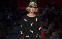 "MFW: Moschino lancia il suo ""ready-to-buy"" con una capsule collection"