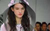 Pariser Mode startet überraschend frühlingshaft