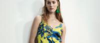 Paradisi urbani e foresta pluviale, la moda estiva vola ai tropici