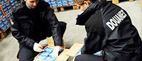 Près de 6 500 paires de Nike et Converse contrefaites saisies aux Puces de Saint-Ouen