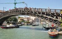 Luxottica completa il restauro del Ponte dell'Accademia a Venezia