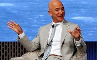 Amazon chief Bezos cashes in $1.8 billion of share pile
